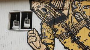 Otto Majan seinämaalaukset ovat purkutuomion saaneen vanhan neuvolan seinässä