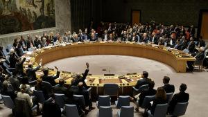 FN:s säkerhetsråd röstar för resolution som fördömer Israels bosättningspolitik