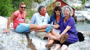 Jontti Granbacka, Benny Törnroos, Lise Torstensen och Kari-Anne Torstensen på Brännskär i Åbolands skärgård