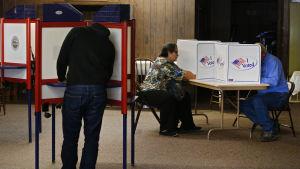 Väljare röstar i presidentvalet i USA i november 2016.