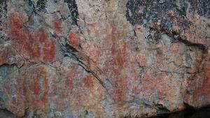 Värikallion kalliomaalauksia.