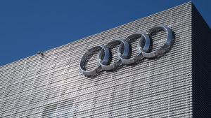 Audi Center seinä. Audi Logo