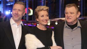 Mikael Persbrandt på röda mattan i Berlin, tillsammans med Emma Thompson och Brian Gleeson.
