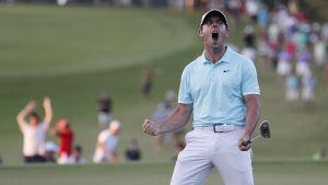 Rory McIlroy firar efter segern på Tour Championship.