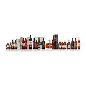 Vana Tallinn-likör i olika flaskor.