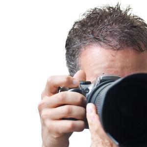 En fotograf med en kamera