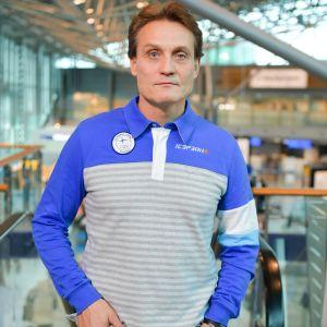 Mika Kojonkoski på Helsingfors/Vanda-flygplats 100 dagar inför OS i Pyeongchang.