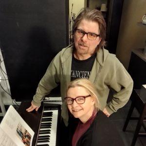 Päivi Storgård vid pianot