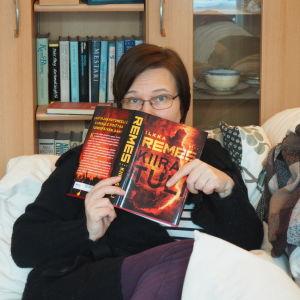 Kirjabloggaaja Minna Vuo-Cho lukee Ilkka Remeksen Kiirastulta