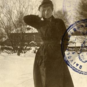 Foto i Edith Södergrans gränspass 1921.