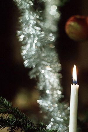 Collage av Tove Jansson och julgran