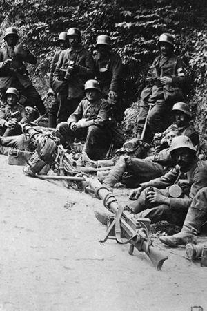 Tyska soldater vid en vägkant under första världskriget.