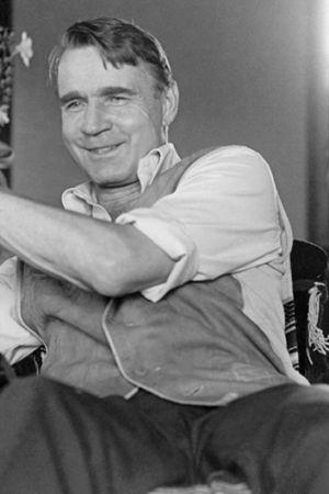 Pääministeri Mauno Koivisto kesämökillään Tähtelässä vuonna 1976.