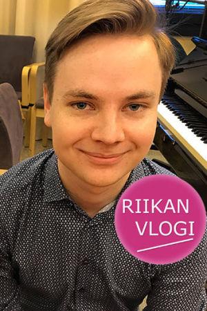 Toimittaja Riikka Holopainen ja pianisti Ossi Tanner.