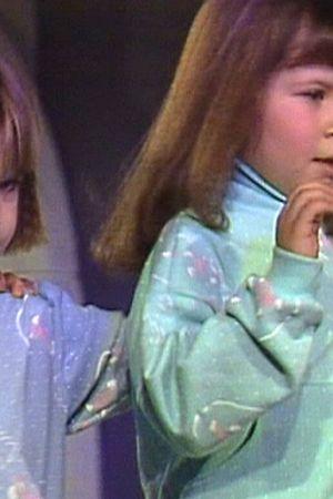 Barn i trendriktiga kläder
