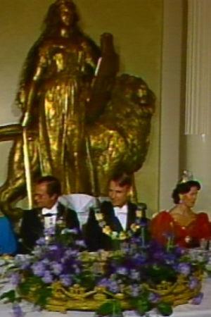 Ruotsin kuningas Kaarle XVI Kustaa ja kuningatar Silvia presidentti Mauno Koiviston vieraana presidentinlinnassa