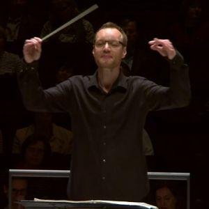 József Hárs johtaa Radion sinfoniaorkesteria