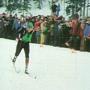 Antero Harjuntausta hiihtää.