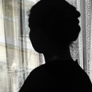 Mörk profil av en kvinna