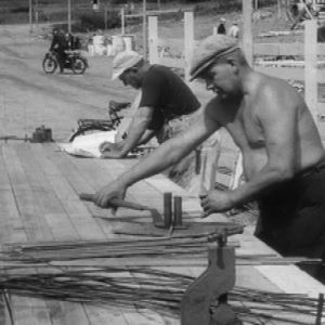 miehet tekevät rakennustöitä