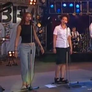 Ultra Bra -yhtye Provinssirockissa vuonna 1999.