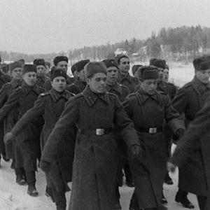 Venäläiset sotilaat marssivat