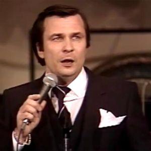 Reijo Taipale esittää Satumaa-kappaleen Kullervo Linnan juhlakonsertissa 1981