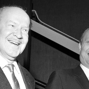 Erik Lindström och Carl Öhman i Den odödlige Sherlock Holmes, 1955