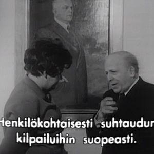Haastateltavana viulupedagogi ja ensimmäisen kansainvälisen Jean Sibelius -viulukilpailun tuomariston jäsen Louis Persinger.
