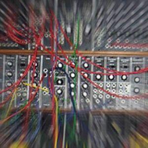 analoginen modulaarinen syntesoija, kytkentäpaneeli, efektoitu kuva