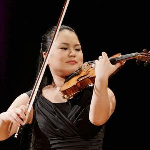 Japanilainen 17-vuotias Minami Yoshida on Sibelius-viulukilpailun 2015 kuopus.