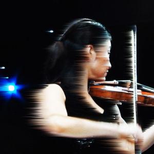 Tuunattu kuva, yhdysvaltalainen Christel Lee Sibelius-viulukilpailun finaalissa 2.12.2015.