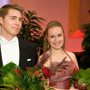 Lappeenrannan laulukilpailujen 2013 voittajat baritoni Aarne Pelkonen ja sopraano Eeva Hartemaa.