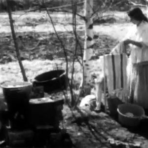 Rauha Svart tvättar kläder, 1970