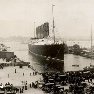 Valtamerialus Lusitania on saapunut New Yorkin satamaan vuonna 1907.