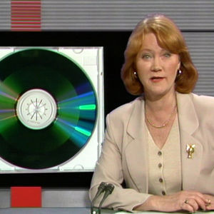 Monica Welling presenterar cd-romskivan i Tv-nytt, 1995