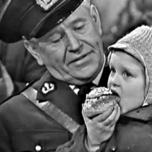 Georg Malmsten och barn som heter fastlagsbulle, Yle/Vi på lilla torget 1965