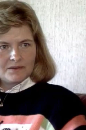 En kvinna som blir intervjuad