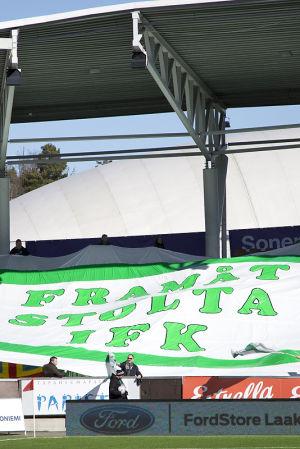 IFK Mariehamns anhängare på plats i Helsingfors.