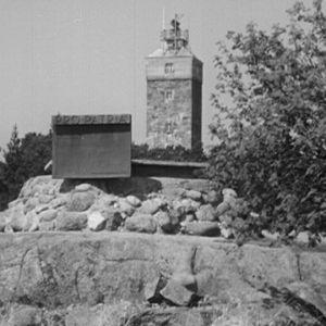 Muistomerkki sodanjälkeisessä miinanraivauksessa henkensä menettäneiden kunniaksi Haapasaaressa.