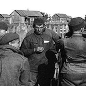 svartvit bild av ryska krigsfångar