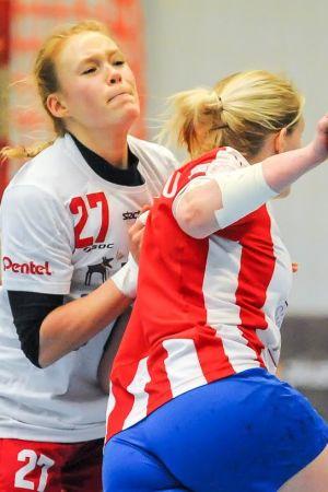 HIFK:s Lotta Hilli gjorde många mål och försvarade bra.