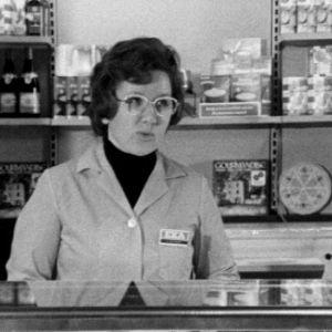Myyjä Salme Lehtonen (1974).