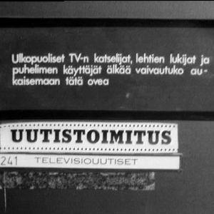 Tv-uutistoimituksen ovi (1969).