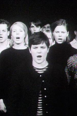 Mm Reima Kekäläinen, Kaisa Korhonen ja Arja Saijonmaa laulavat kuorossa Lapualaisoopperassa