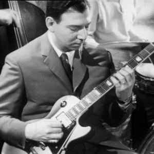 Herbert Katz soittaa kitaraa Old House Jazz Clubissa tv-filmissä Jazzia vanhassa talossa (1961).