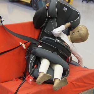 Bilbarnstolen Kiddy Guardian två efter krocktest hos VTI, Sverige.