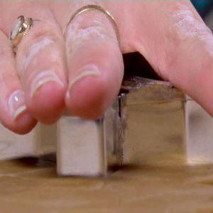 Johanna bakar pepparkakor