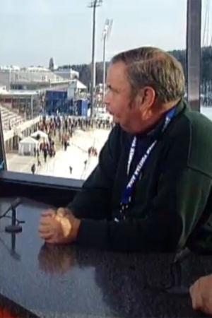 Toimittaja Tapio Suominen haastattelee Suomen hiihtoliiton puheenjohtaja Paavo M. Petäjää