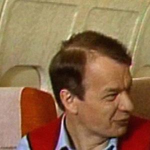 Jaakko Kolmonen tarkastaa Finnairin lentokoneruoat.